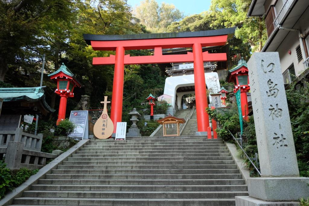 江島神社朱の鳥居の画像